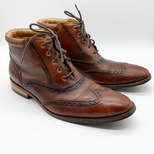 MEN'S COLE HAAN SIZE 8.5 WING TIP CHUKKA BOOTS